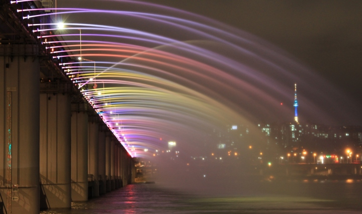 Fountain light show in Banpo bridge Seoul