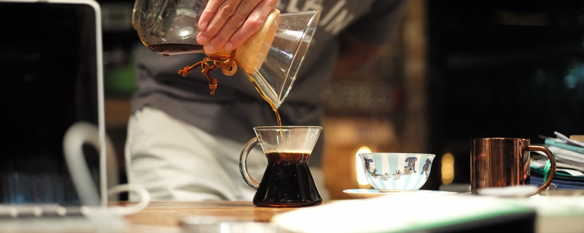 The Journeying Engineer pouring Chemex coffee to a Chemex mug